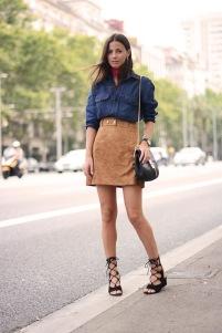Com jeans dá um ar informal e descolado.